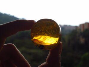 琥珀(アンバー)はいつの誕生石?どんな意味や効果があるの?