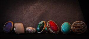 クリノヒューマイトはどんな宝石?石の効果や意味は?ルースでも購入できる?
